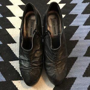 Steve Madden - Black heel booties